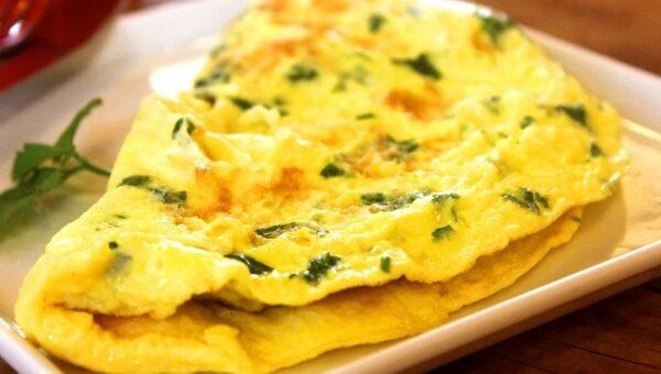 Quels aliments ajouter dans une omelette pour une recette originale ?